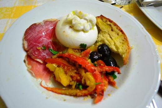 Burratina, Capocollo (cured meat), Pepperoni (pepper) and olive & bread