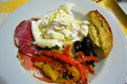 Inside burratina: more stringy & creamy cheese!
